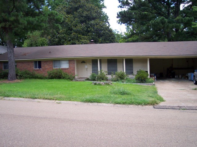 1008 LAURELWOOD DR, Clinton, MS 39056