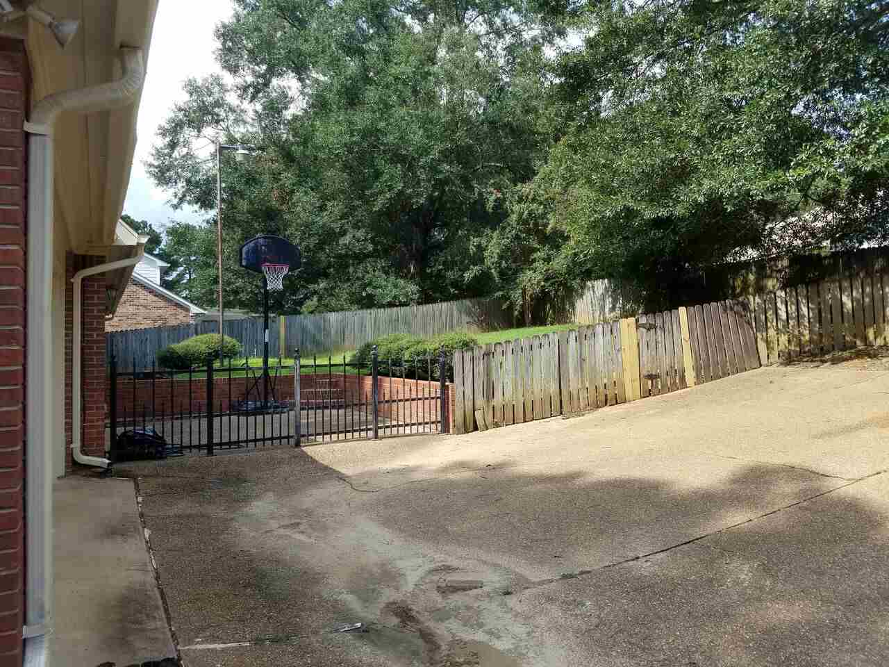 204 WINDING HILLS DR, CLINTON, MS 39056  Photo 4