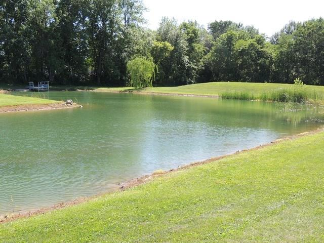16** W Country Club Rd, New Castle, IN 47362