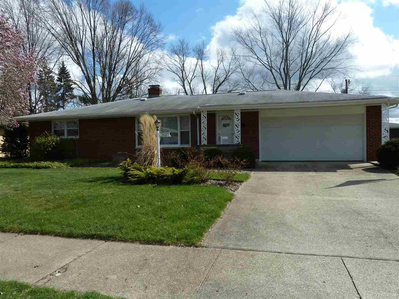 2527  Riverview Pl Elkhart, IN 46516