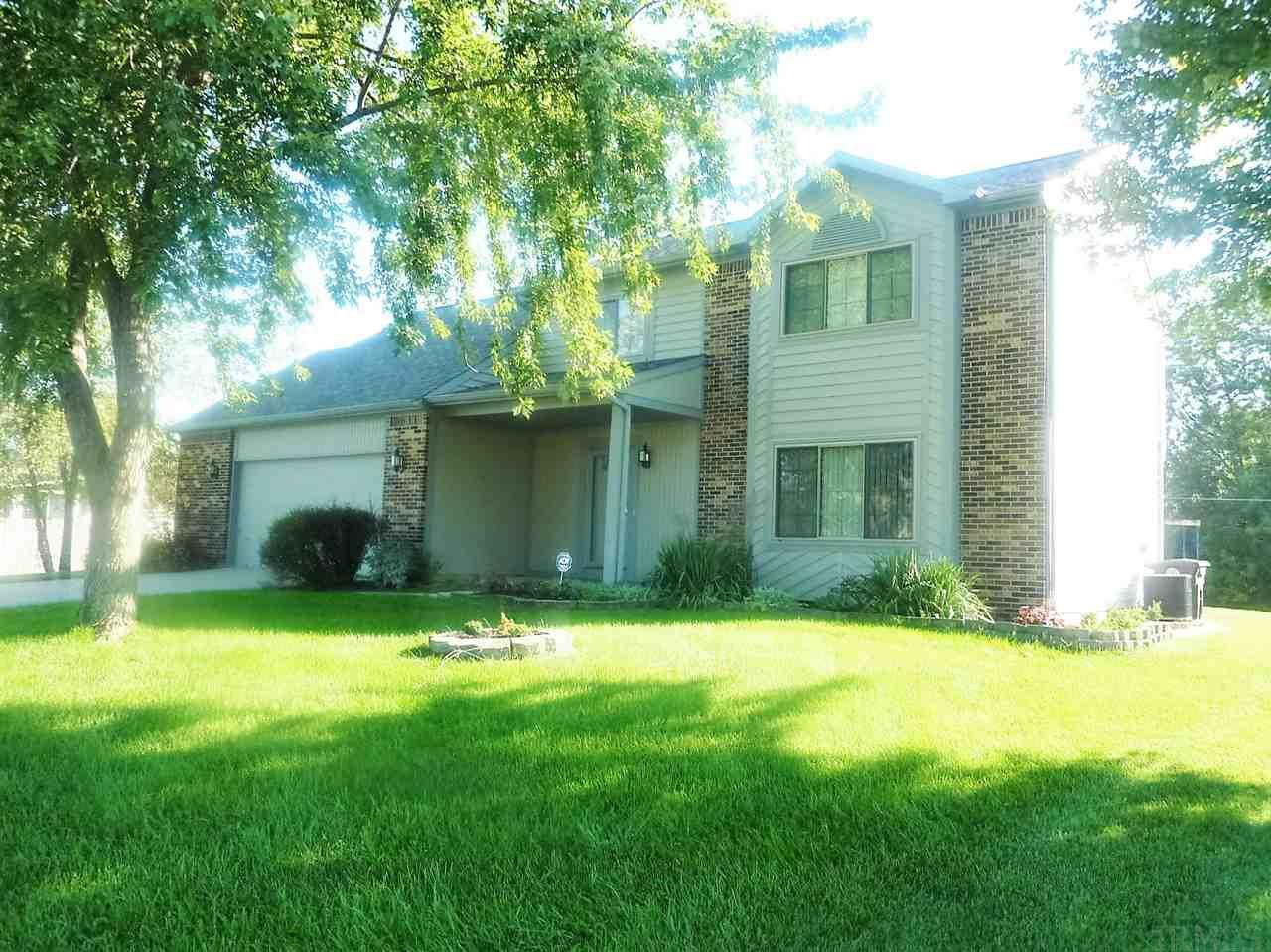 927 Yellow Lake Dr, Fort Wayne, IN 46804