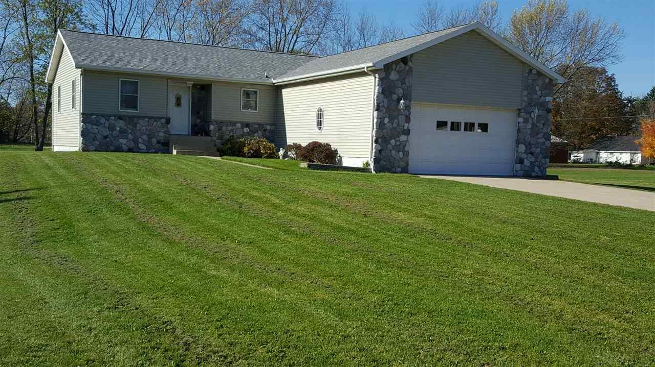 107 Maple, Wakarusa, IN 46573