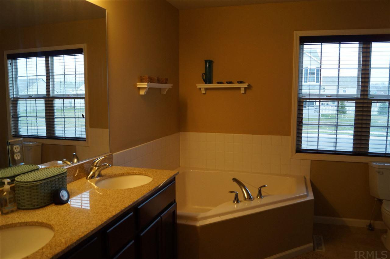 5722  Yellow  Wood South Bend, IN 46614