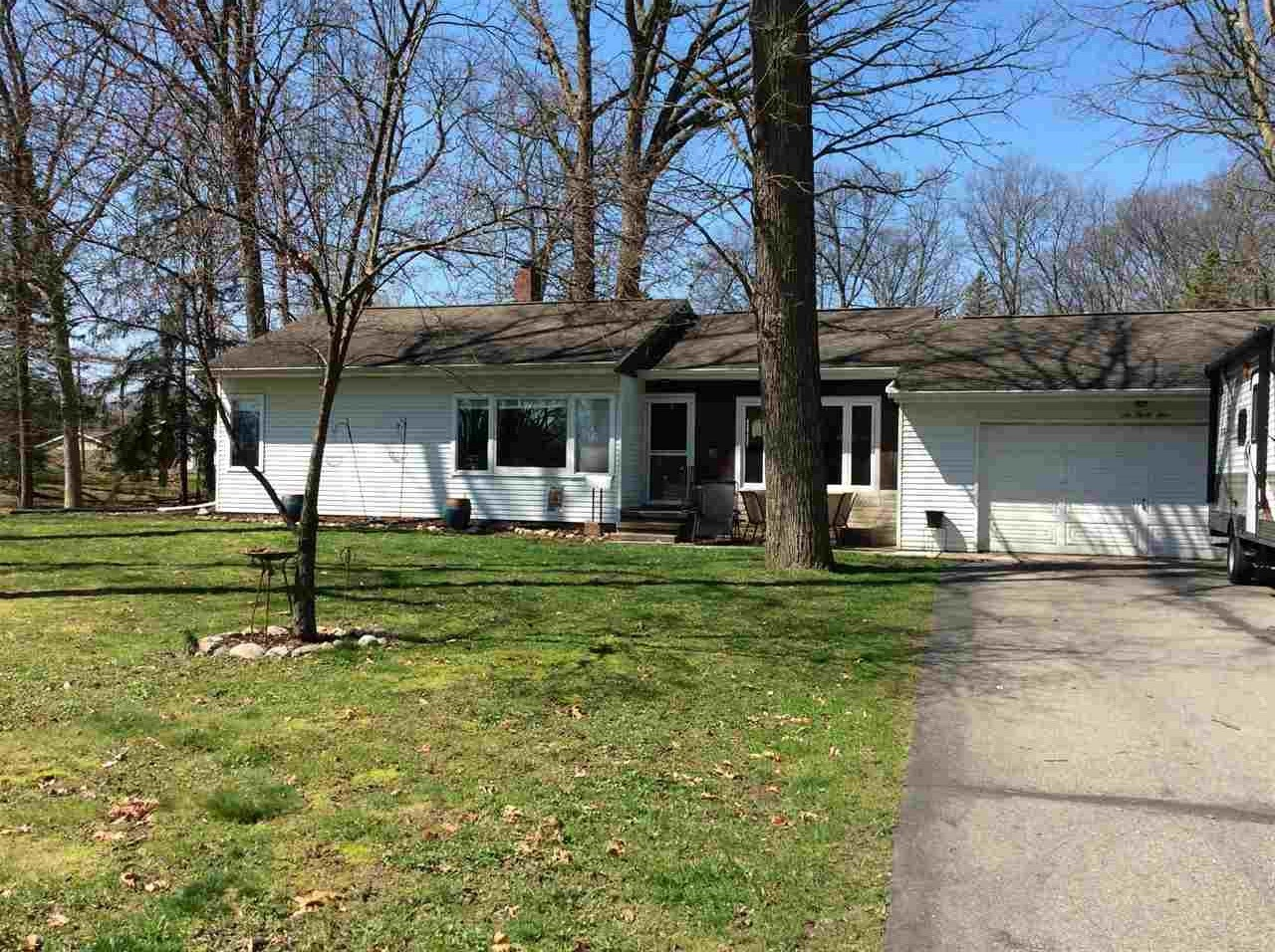 634 S Superior St, Angola, IN 46703