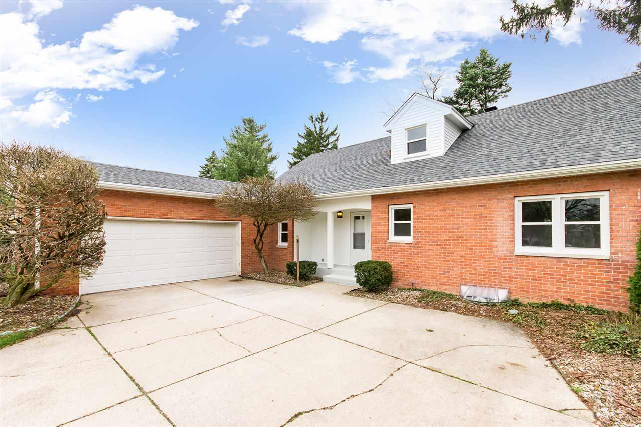 1222  Garway Common South Bend, IN 46614