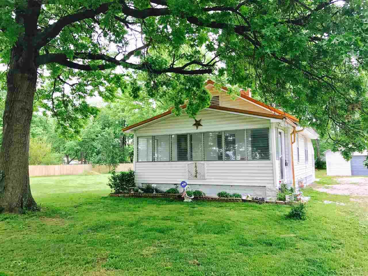 1754 McConnell, Evansville, IN 47714
