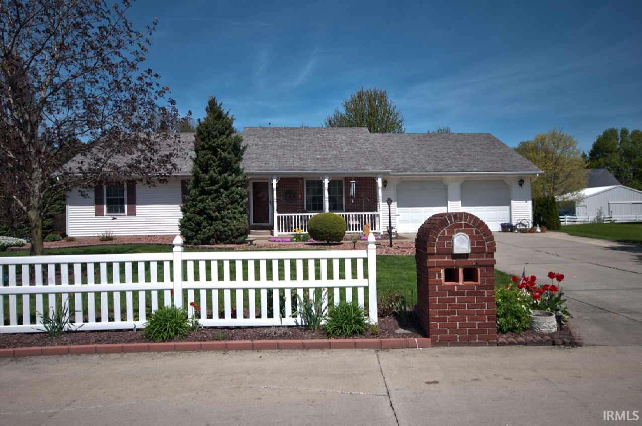 207 Brooke Lane, Millersburg, IN 46543