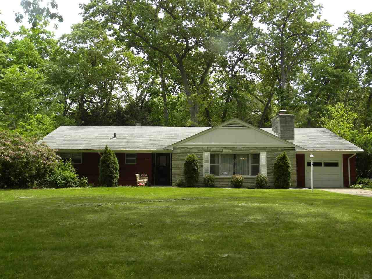 53160 Oakmont Central Dr, South Bend, IN 46637