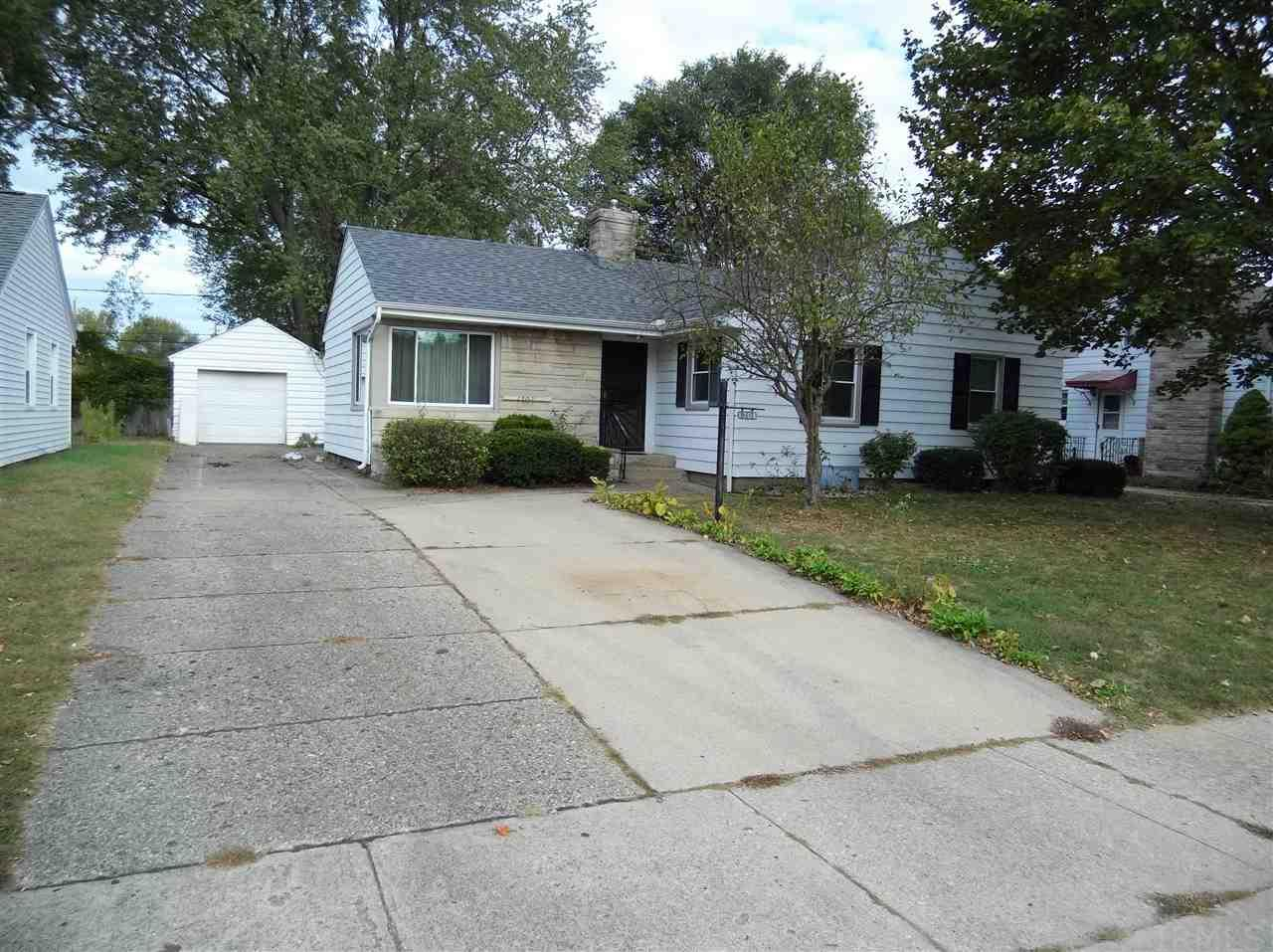 1703 Churchill, South Bend, IN 46617