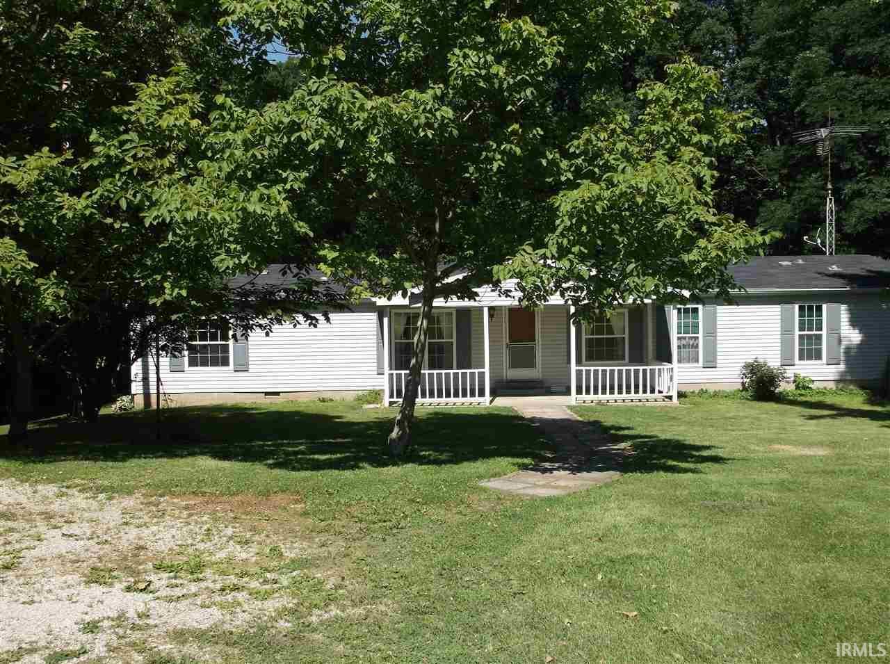 1039 Blue Barn Rd, Bloomfield, IN 47424