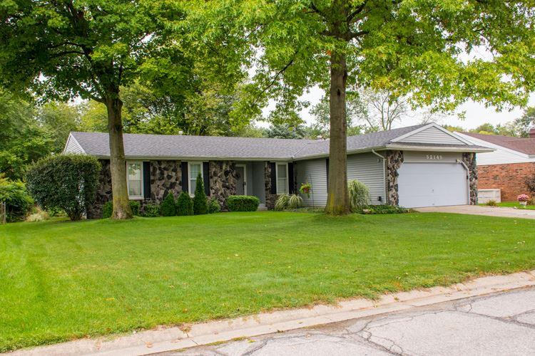 52145  Brookview Ct South Bend, IN 46637