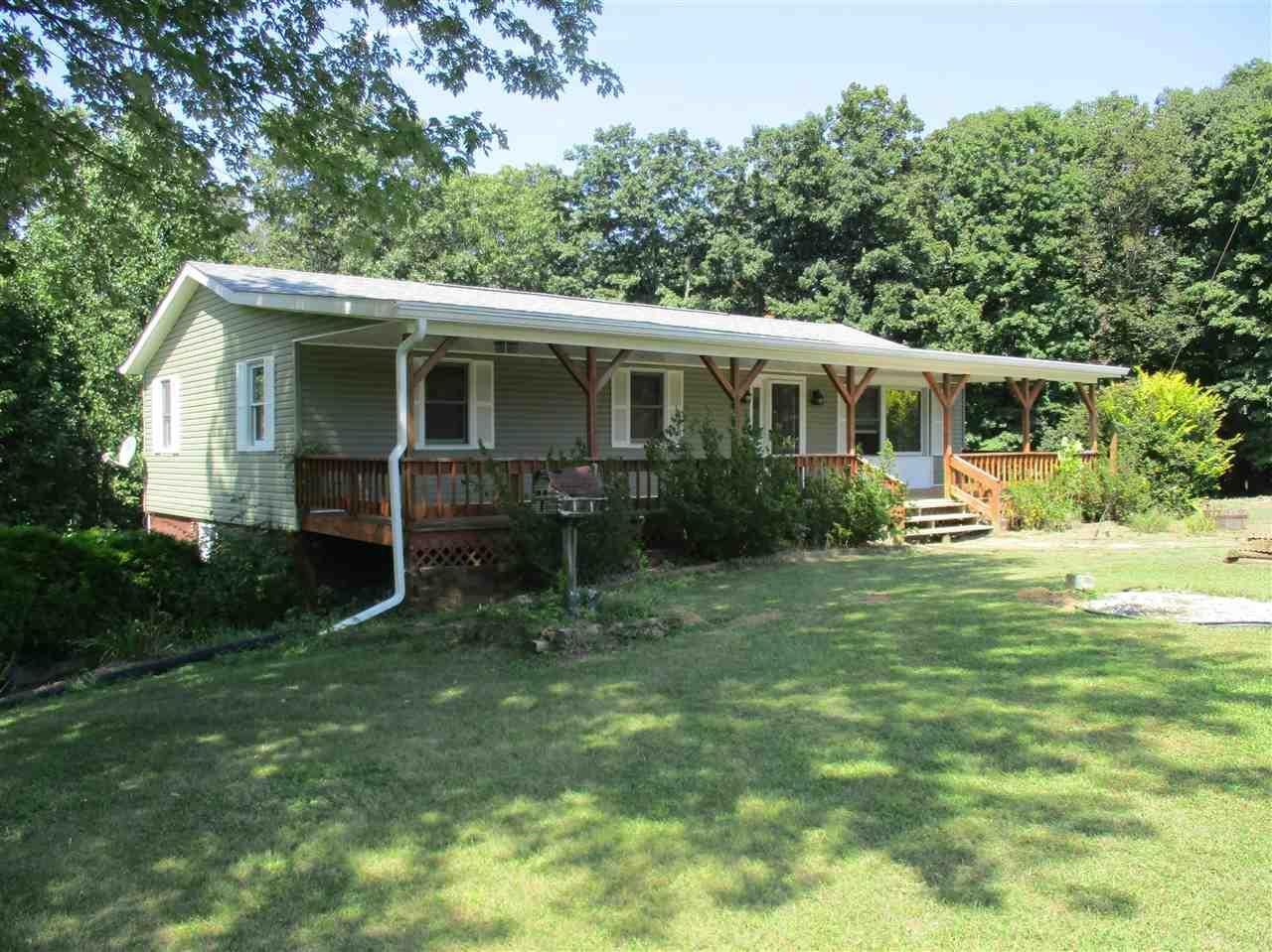 9520 S Chapel Hill Rd, Heltonville, IN 47436