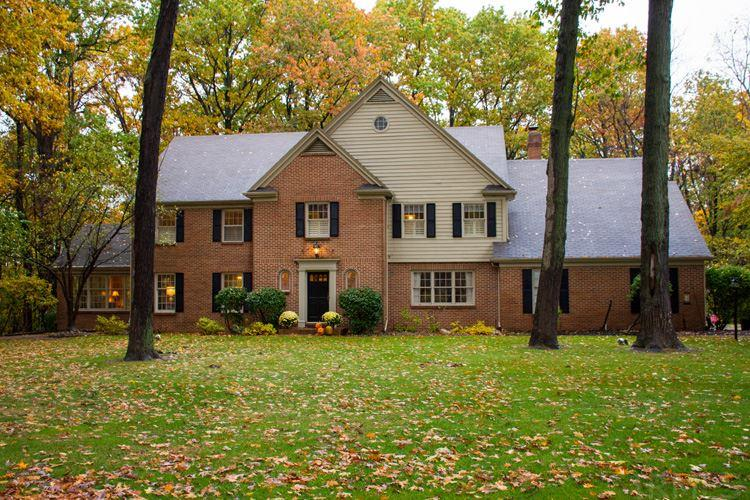 2357 Topswood, South Bend, IN 46614