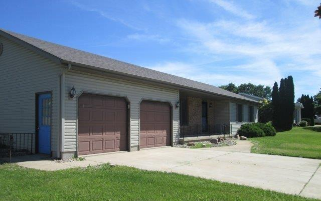 1038 E North Winds Dr, Warsaw, IN 46582