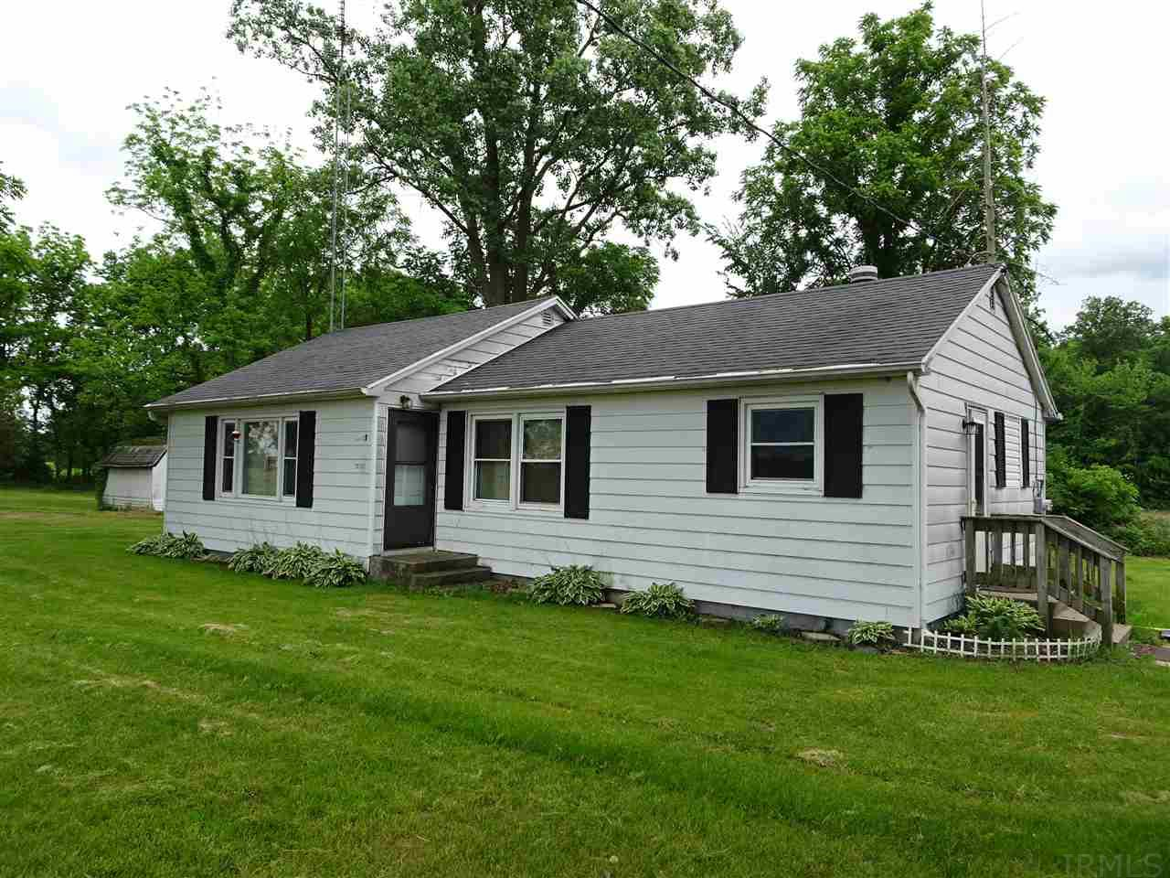 10195 E 450 South, Knox, IN 46534