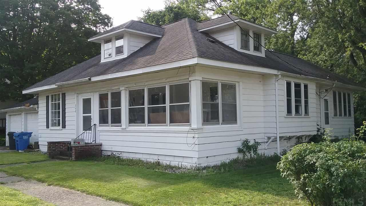 208 E Front Street, South Whitley, IN 46787