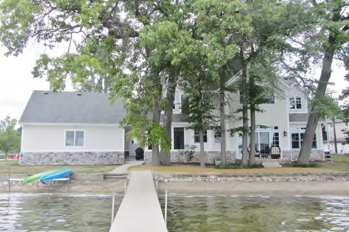 254 West Clear Lake Dr, Fremont, IN 46737
