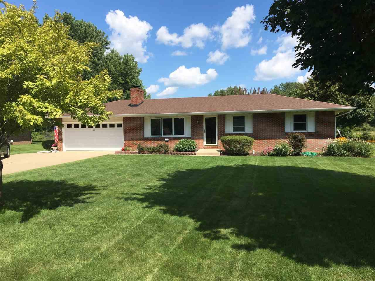 2144 Bluewater Dr, Warsaw, IN 46580
