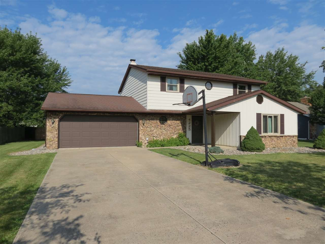 4225 Hickory Ridge, Woodburn, IN 46797