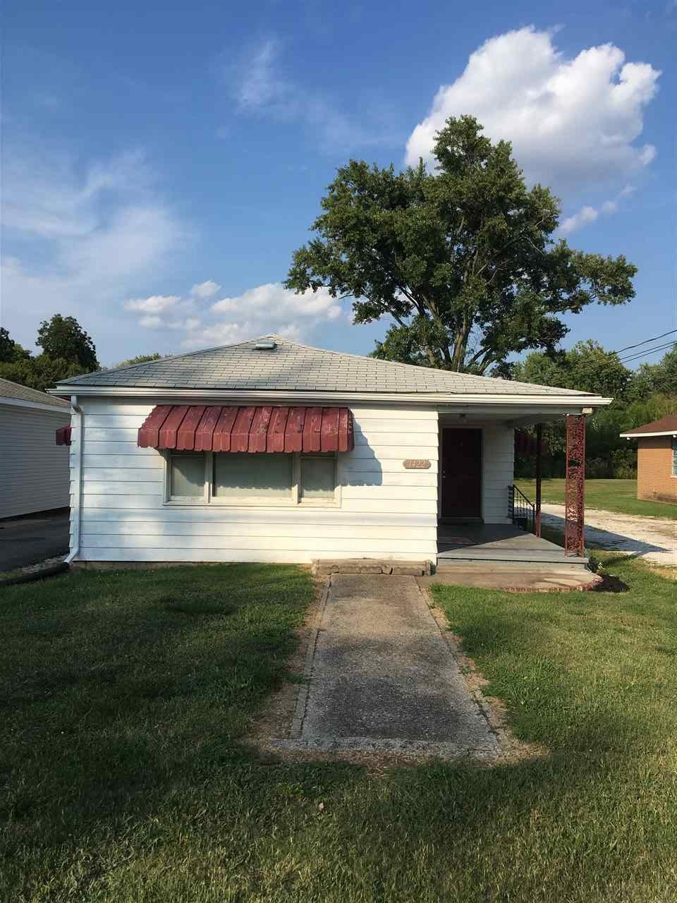 1422 College, Vincennes, IN 47591