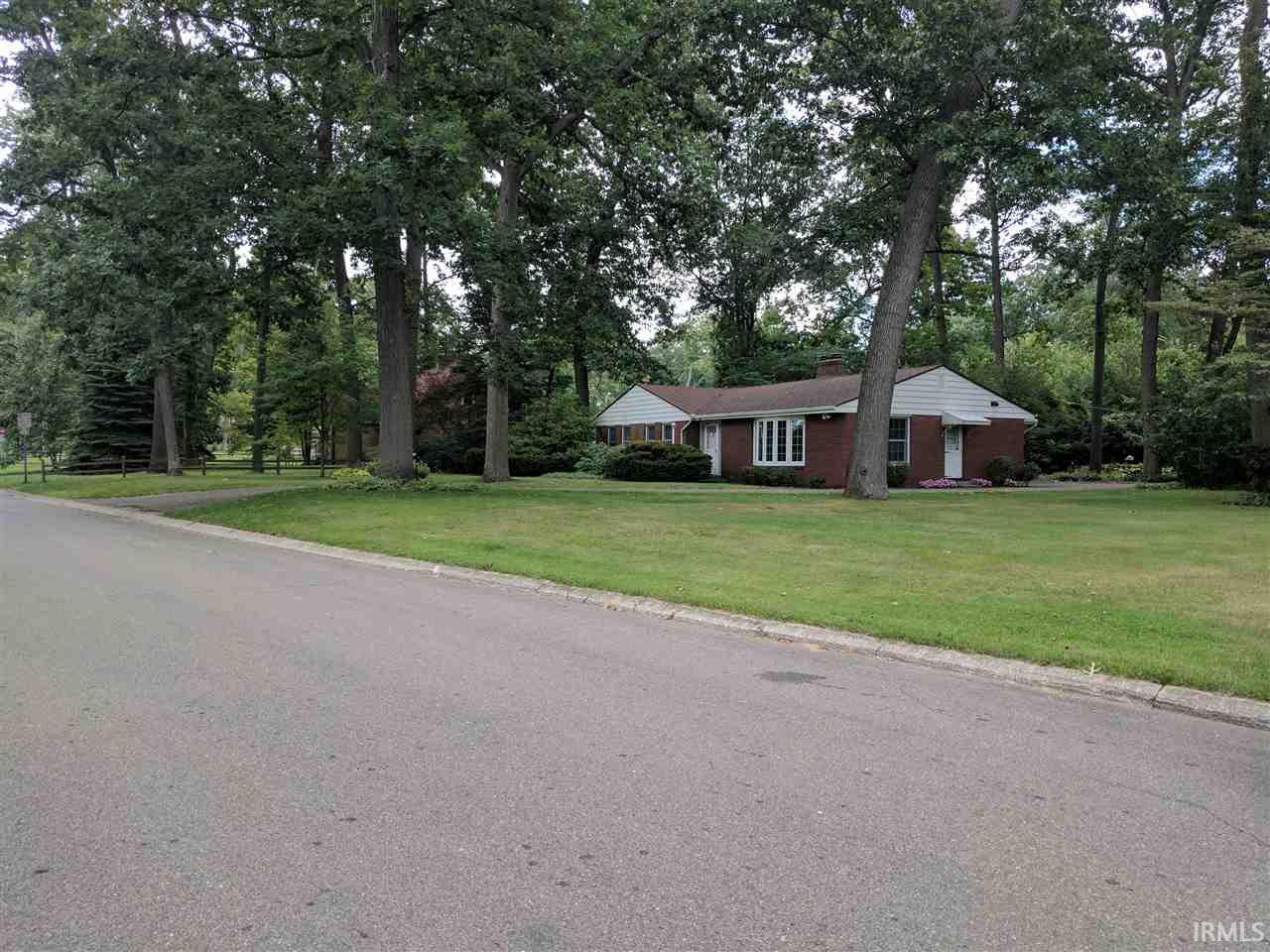 1614  Oak Park South Bend, IN 46617