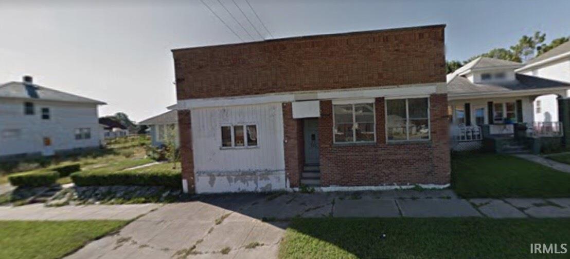 614 W Calvert South Bend, IN 46613