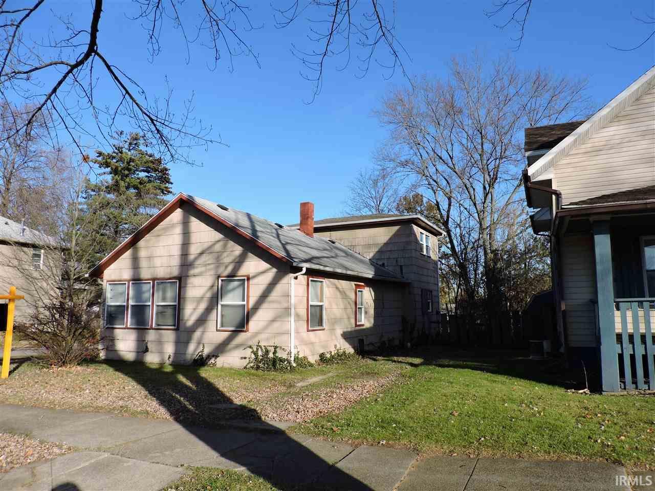 1802 S Twyckenham South Bend, IN 46613