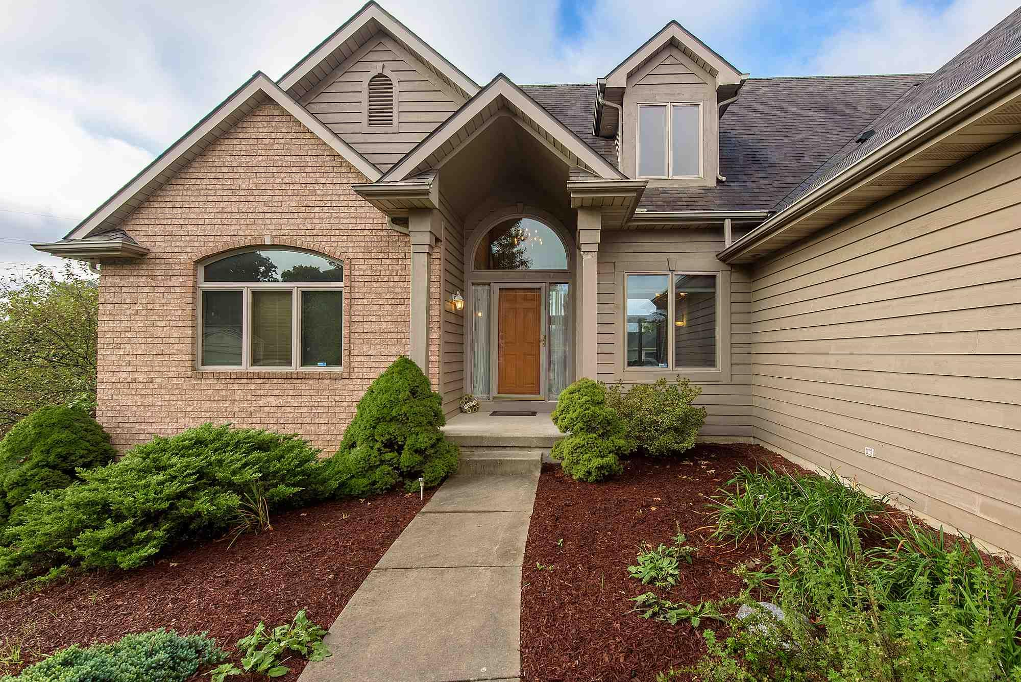 5818 Chase Creek Court, Fort Wayne, IN 46804
