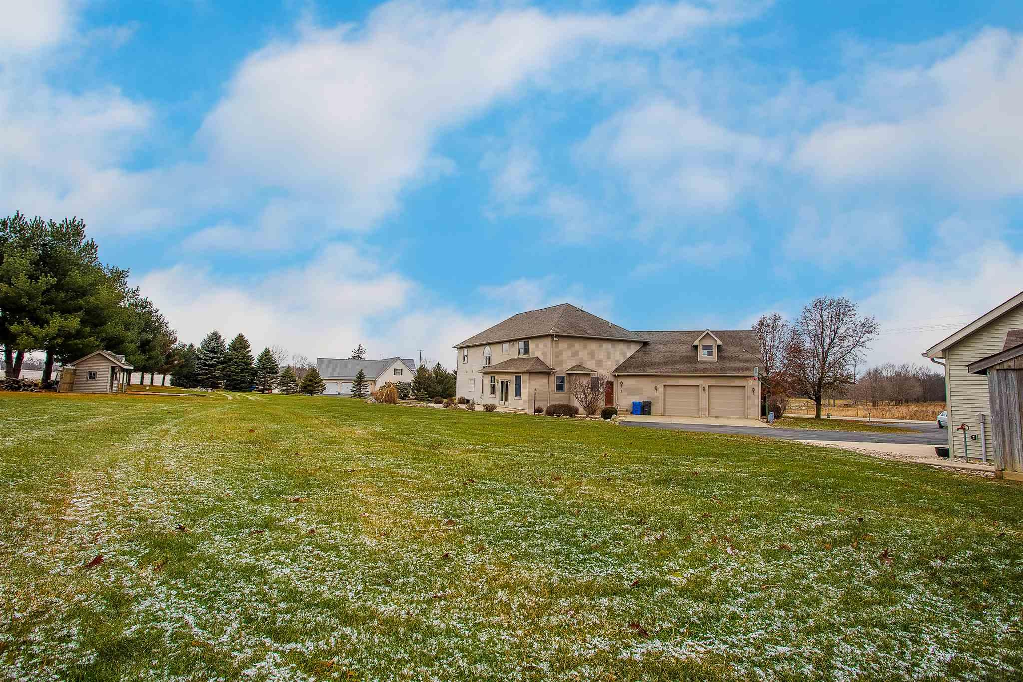7411 W River, South Whitley, IN 46787-9221