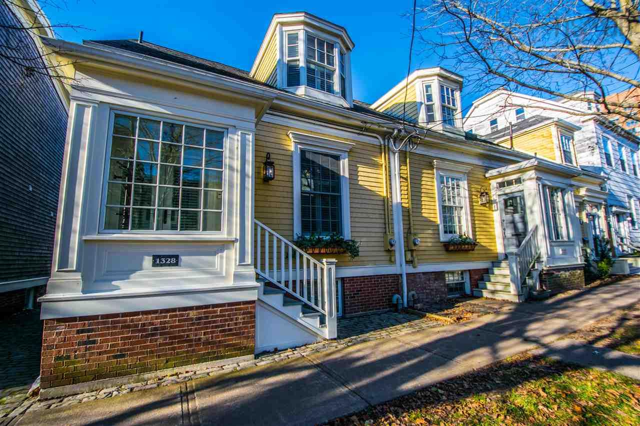 Houses for sale in the south end of halifax ns realty geek for Row houses for sale