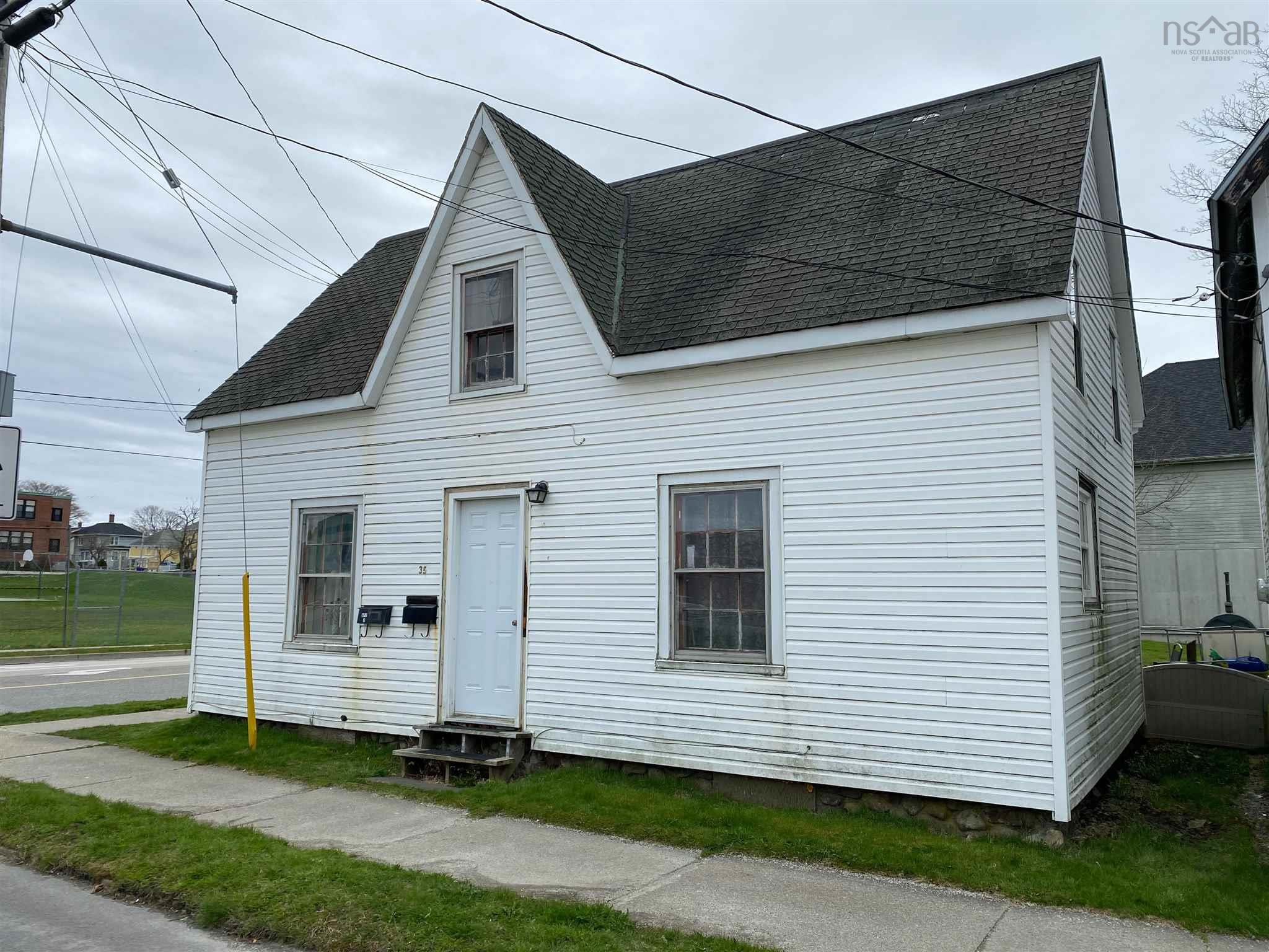 35 Parade Street, Yarmouth, NS A3A 3A6, ,Multi-unit,For Sale,35 Parade Street,202110911