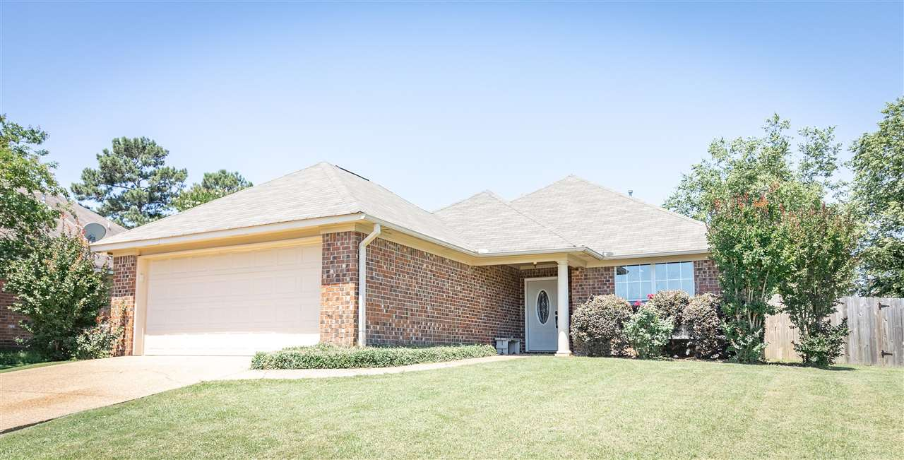 Beautiful 3/2 home located in the heart of Flowood! This home offers a large open/split floor plan with a spacious backyard and fire pit area. Conveniently located to shopping and the reservoir. Call to schedule your showing today!