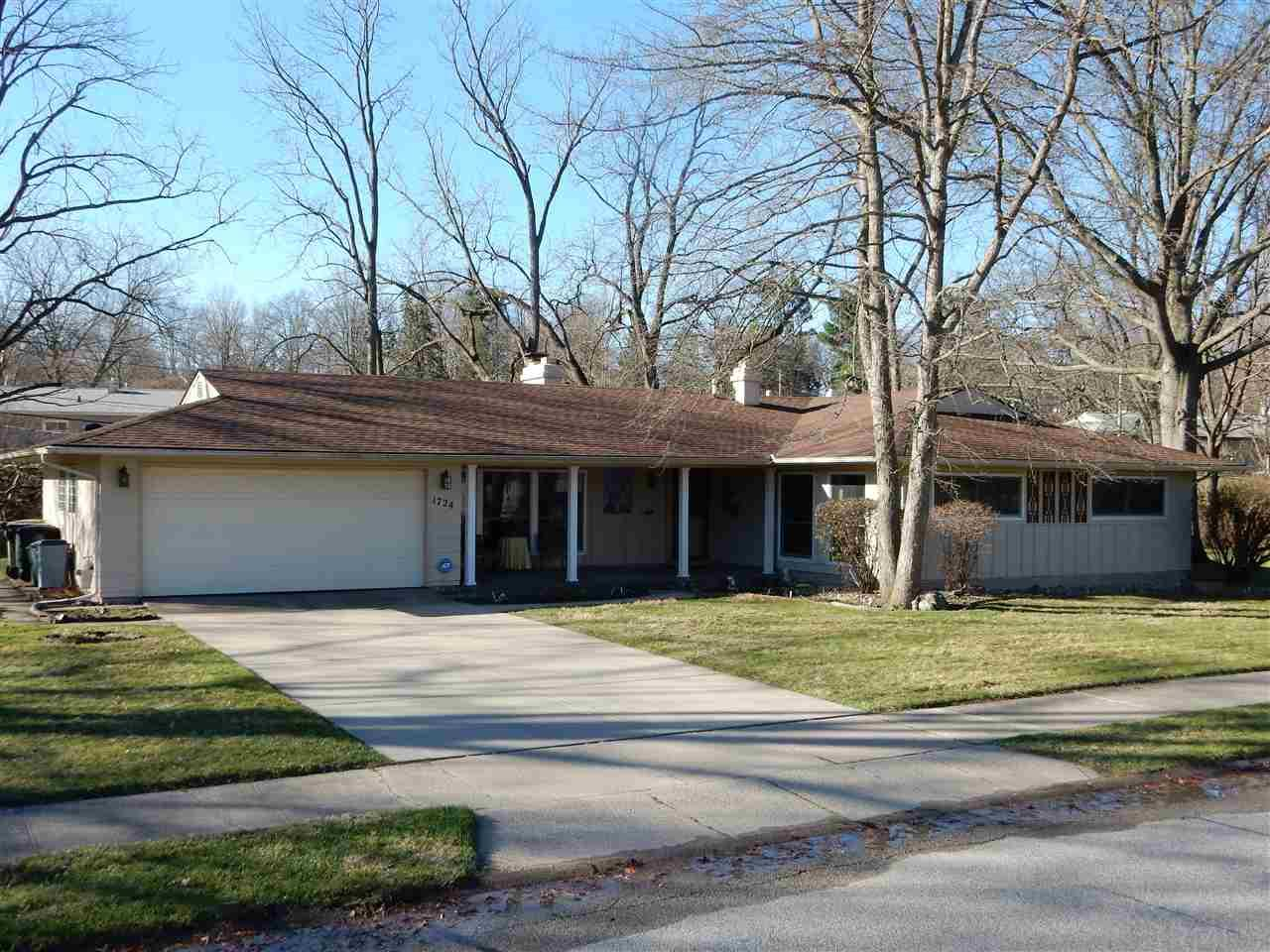 1724  Tudor Ln. South Bend, IN 46614