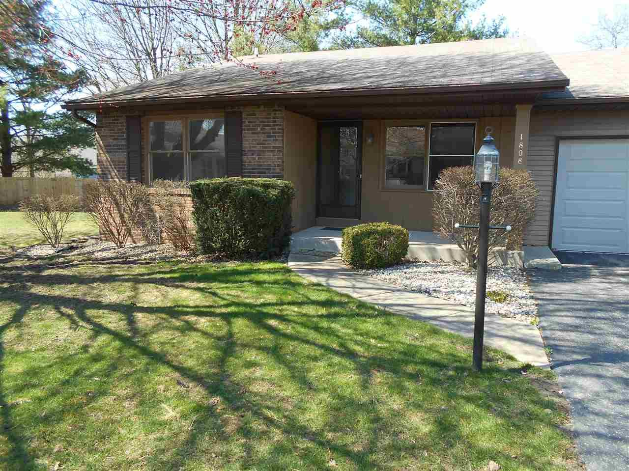 1808  Stonehedge South Bend, IN 46614
