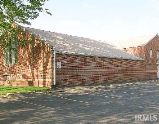 1827 Caroline South Bend, IN 46613
