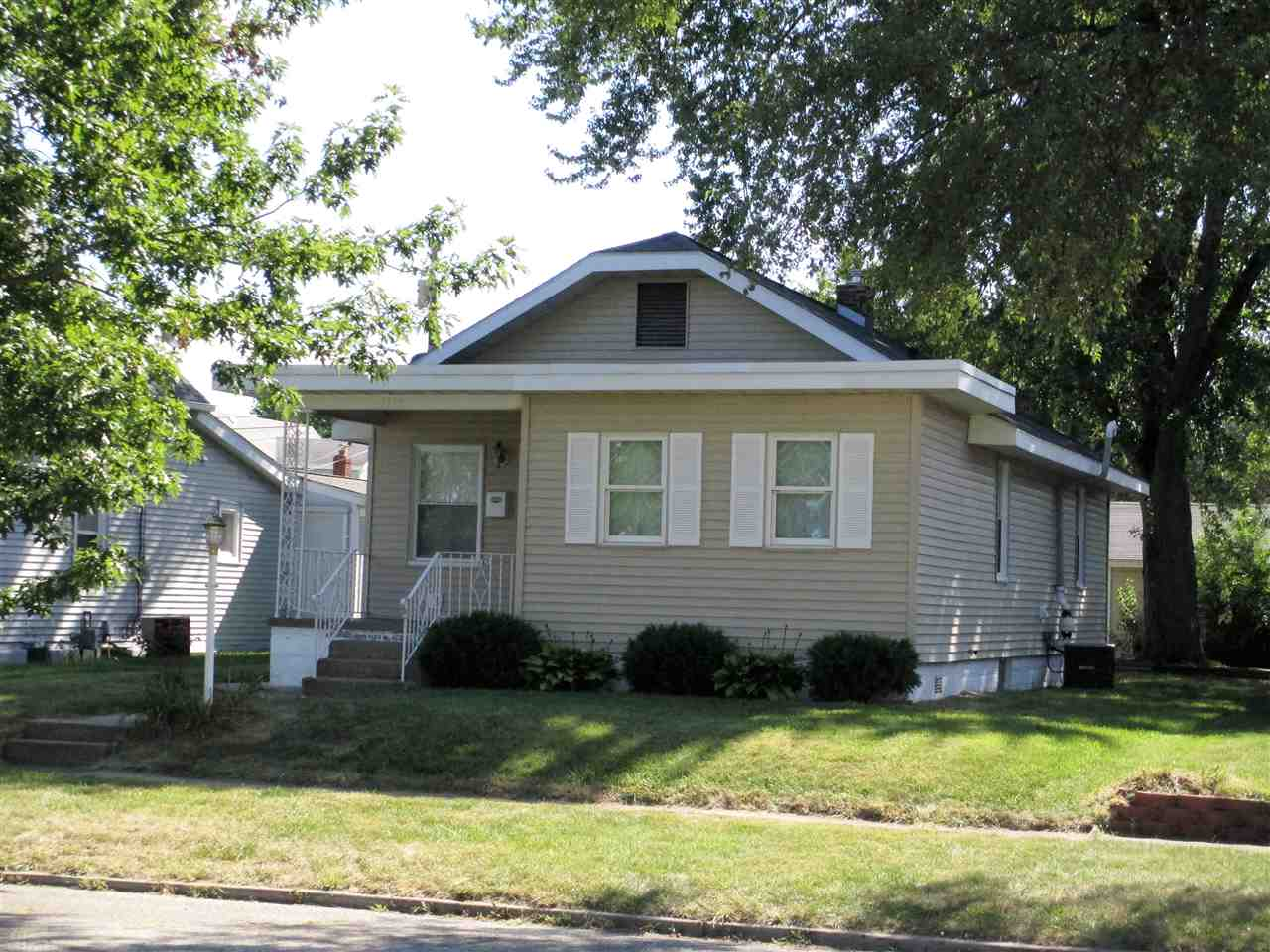 1114 S 28th South Bend, IN 46615