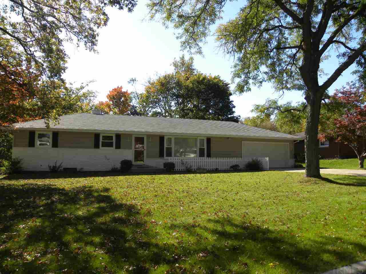 1832  Southern View Dr South Bend, IN 46614