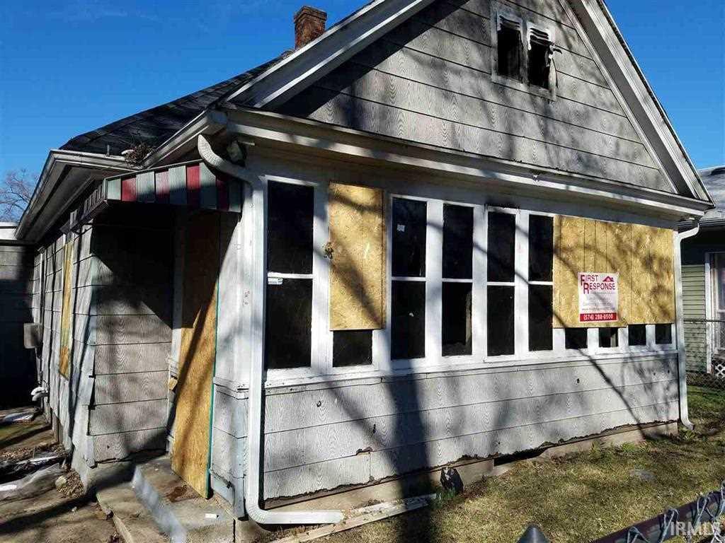 1121  Oak Park South Bend, IN 46613
