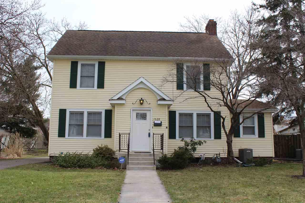 1528 E Madison South Bend, IN 46617