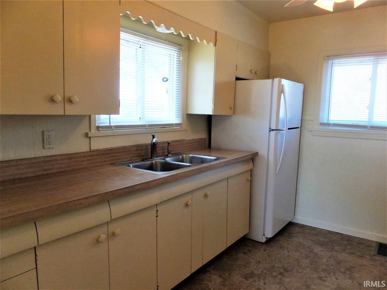 1032 W Rogers Osceola, IN 46561