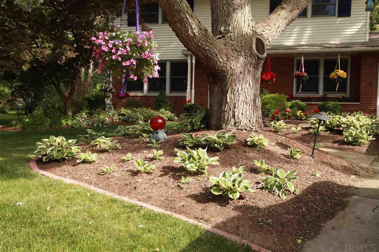 Contemporary Wayne Lawn And Garden Illustration - Brown Nature ...