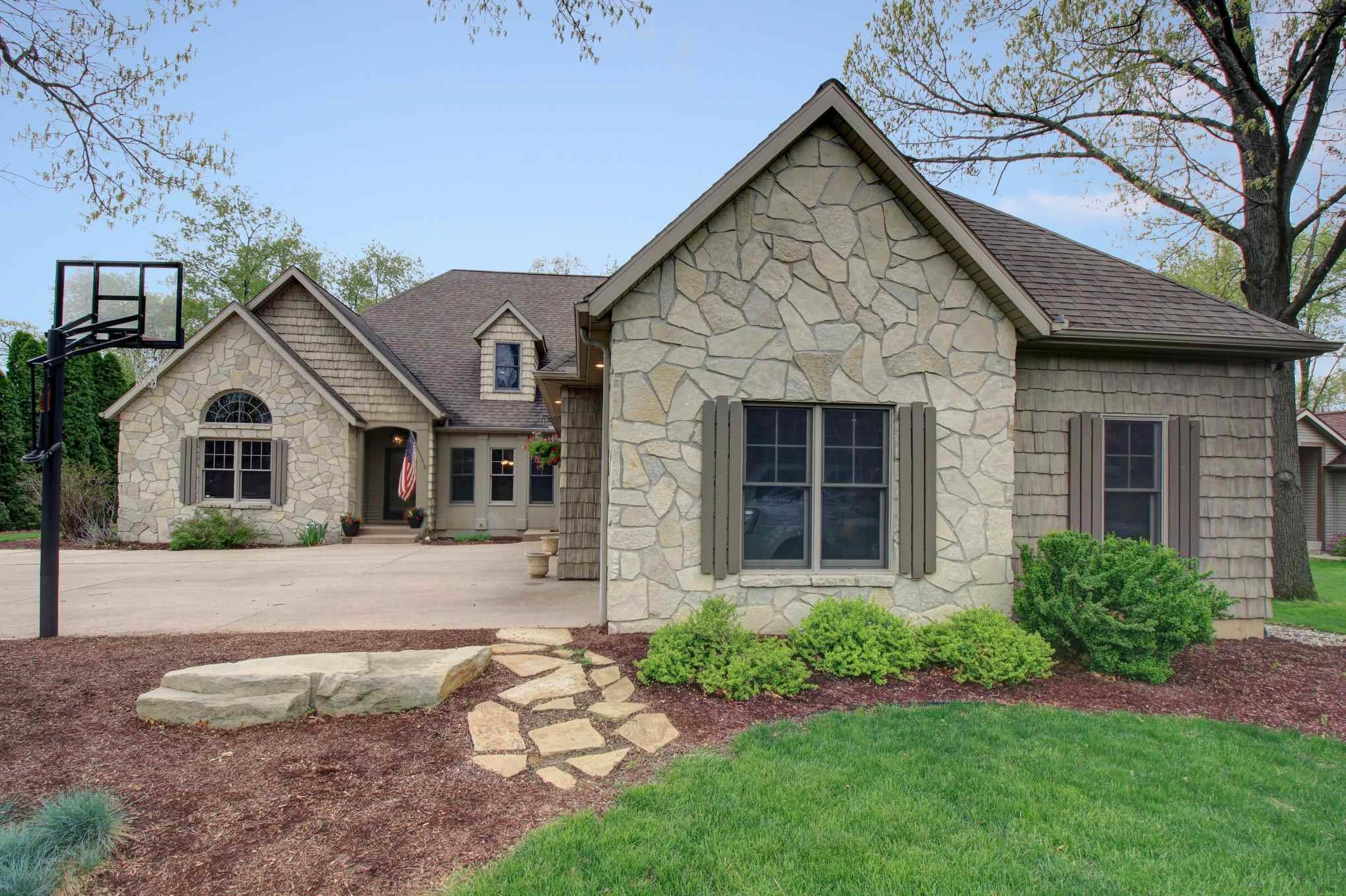 10067 Crabapple Middlebury, IN 46540