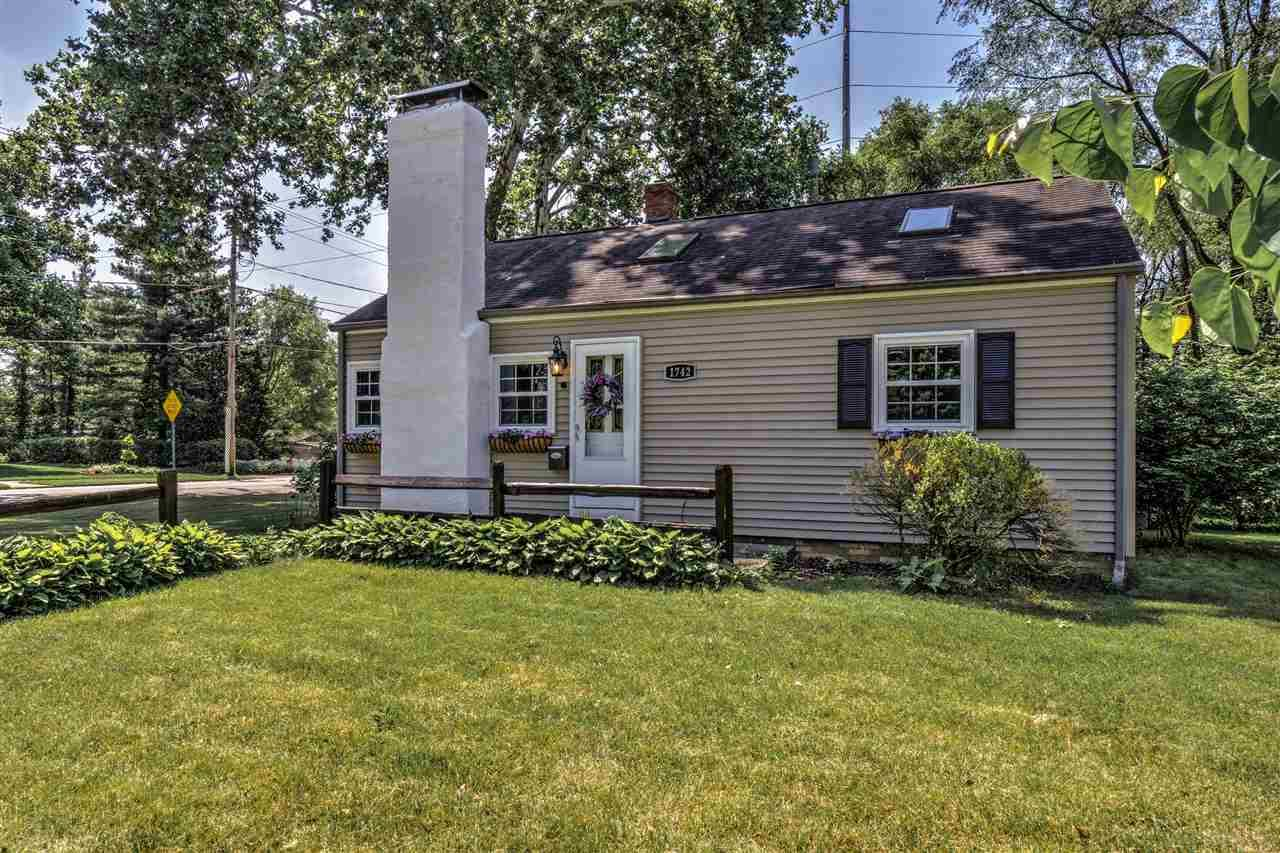 1742 Sunnymede South Bend, IN 46615