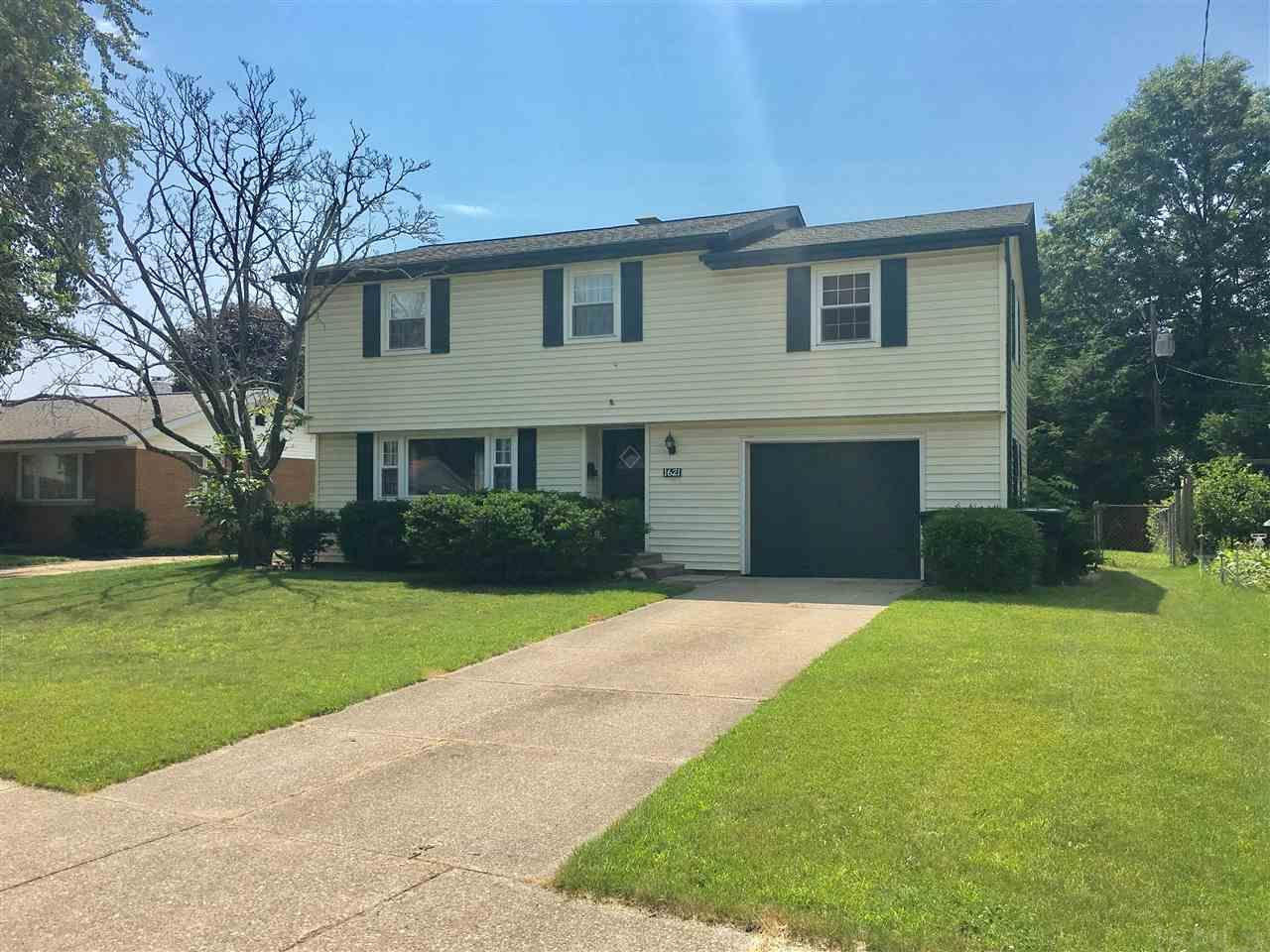 1621 Arcadia South Bend, IN 46635