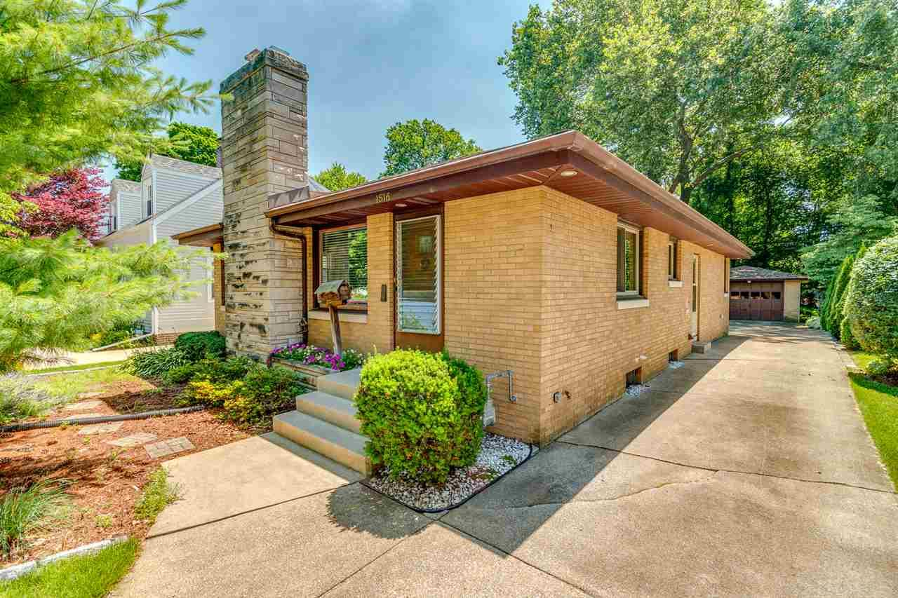 1516 Sunnymede South Bend, IN 46615