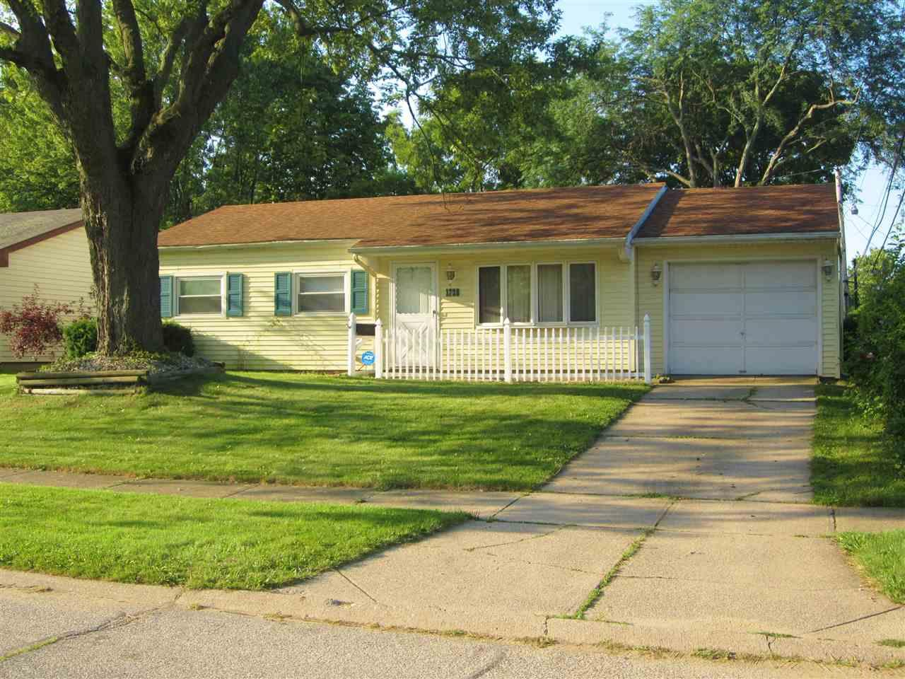 1728 Thornhill South Bend, IN 46614