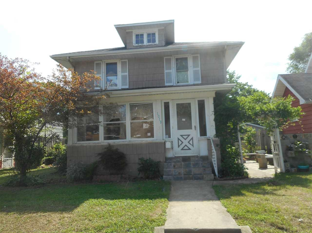 1018 S 21st South Bend, IN 46615
