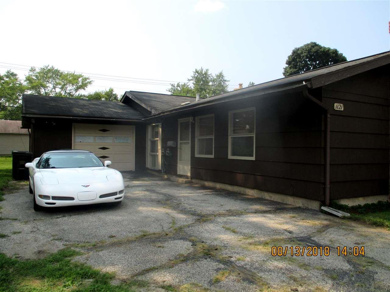 1121 Ebeling South Bend, IN 46615
