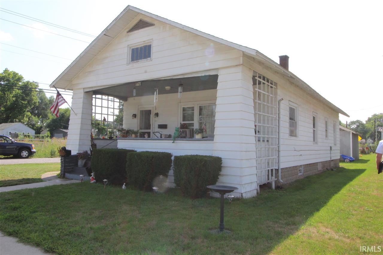 1621 Caroline South Bend, IN 46613