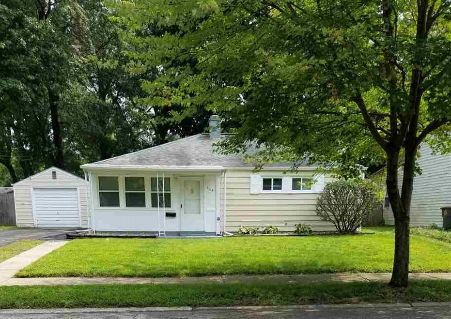 804 Woodcliff South Bend, IN 46615